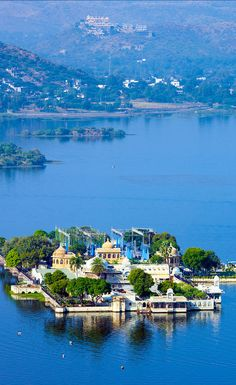 A vital identity of Udaipur, Lake Pichola is a 4km man-made lake and is believed to be one of the most beautiful. The lake is surrounded by grand palaces, marble temples, local houses, dark hills and rows of bathing ghats which is popular by bathers and visitors equally, this lake sure adds to the mysticism of Udaipur. We recommend to take a boat-ride on Lake Pichola which starts from Rameshwar Ghat in the City Palace. The lake has two famed islands namely Jagniwas and Jagmandir.
