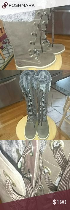 Chocolate Timberlands 8M 🍫 #rare find👍 #adorable 🌸 #Excellent condition💞 #hardly worn💚 #chocolate suede🌟 #womens 8M😍 #with brown laces🏈 #faux fur trim...tongue is all fur💖 #soles are like new🎇 #flawless🎊 #very warm and comfortable🎆 #authentic Timberland🎉 #cream and gray rubber soles💜 #suede in soft and excellent condition🌻 #no smell / CLEAN💞  🌟🌟#BUYER WON'T BE DISAPPOINTED!!🌟🌟 Timberland Shoes Winter & Rain Boots