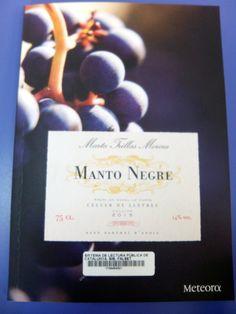 Manto Negre de Marta Trilles @EditorsMeteora #BibliotequesambDO Convenience Store, Bed Covers, Literatura, Convinience Store