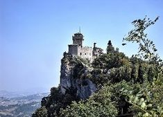 San Marino, Zamek, Ruiny, Skały, Akacje Statue Of Liberty, Mount Rushmore, Mountains, Water, Travel, Outdoor, Saints, Statue Of Liberty Facts, Gripe Water