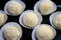 """""""White Chocolate"""" Bunny Tails - I Quit Sugar - No rice malt syrup - replace with swerve Sugar Free Treats, Sugar Free Recipes, Raw Food Recipes, Sweet Recipes, Diabetic Recipes, Chocolate Bunny, White Chocolate, Chocolate Truffles, Healthy Chocolate"""