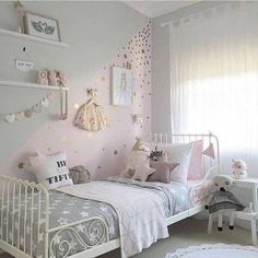 wallpaper design ideas pink and gold polka dot walls