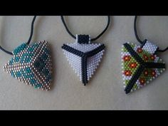 BeadsFriends: Basic Brick Stitch tutorial - How to create a rhombus with beads Beading Projects, Beading Tutorials, Peyote Patterns, Beading Patterns, Seed Bead Jewelry, Beaded Jewelry, Brick Stitch Tutorial, Beading Techniques, Bead Jewelry