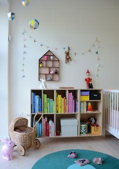 carlascafe.dk kids room, Kay Bojesen monkey, pink rabbit lamp, little house shelf, bookshelves, little egmont toys rabbit coin bank