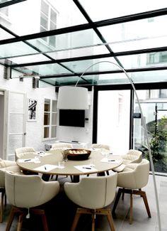 Arthotel Blaue Gans | Art and Design Hotel | Salzburg | Austria | http://lifestylehotels.net/en/arthotel-blaue-gans | dining, meeting room, round table, natural light, glass house