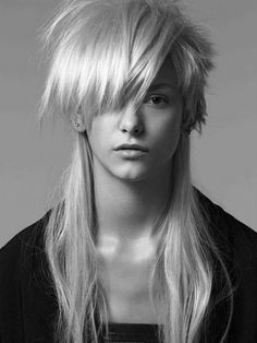 love the extreme layers Mullet Haircut, Mullet Hairstyle, Pelo Mohawk, Uneven Haircut, Modern Mullet, Editorial Hair, Beauty Editorial, Hair Shows, Medium Hair Cuts