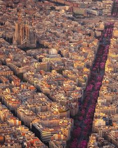 Capital of Catalonia and second city of Spain, Barcelona is absolutely incomparable. It is one of the rare cities to see absolutely with it. Places To Travel, Places To Visit, Vacation Places, Honeymoon Destinations, Vacations, Destination Voyage, Travel Abroad, Travel Trip, Belize Travel