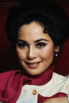 Dewi Sukarno Reasons To Smile, High Society, Asian Style, Vintage Beauty, Powerful Women, Indian Actresses, Kebaya, Hair Beauty, Beautiful Women