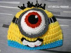Gorro Minion hecho a mano en crochet, ideal para mantener calentito a tu peque ¡además de ser increíblemente divertido!