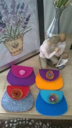 felt, felt purse, keçe, keçe cüzdan Crafts For Seniors, Crafts To Do, Felt Crafts, Crafts For Kids, Felt Purse, Diy Purse, Sewing Crafts, Sewing Projects, Felt Sheets