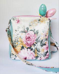 10 отметок «Нравится», 0 комментариев — АТЕЛЬЕ ТЕКСТИЛЬНЫХ ИЗДЕЛИЙ 🐛 (@caterpillar.textile) в Instagram: «Мятные пионы Print collection Caterpillar textile.  Как я обещала, новинки будут по-настоящему…» Coin Purse, Wallet, Purses, Fashion, Handbags, Moda, La Mode, Coin Purses, Handmade Purses