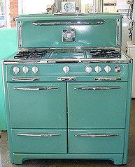 39 inch early 1950s Wedgewood stove! | Flickr - Photo Sharing! Vintage Design, Vintage Decor, Retro Vintage, Vintage Stuff, 1950s Decor, Vintage Green, Retro Pop, Retro Color, Vintage Trucks
