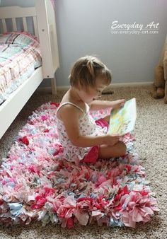How to make a rag rug! Super easy technique....easy to personalize & super cute for kids rooms and bathrooms. Great idea for Christmas gift for my kids!!! :-) Christmas gifts #christmasgifts Holiday gifts Christmas gifts #christmasgifts Holiday gifts