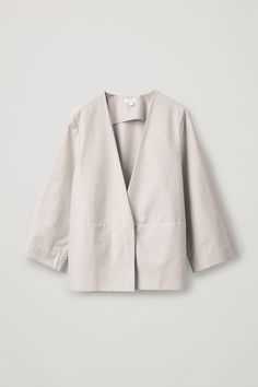 Embrace unpredictable weather with our selection of women's coats and jackets at COS. Kimono Fashion, Leggings Fashion, Abaya Fashion, Coats For Women, Jackets For Women, Grandad Shirts, Cotton Kimono, Cotton Shorts, Cotton Linen