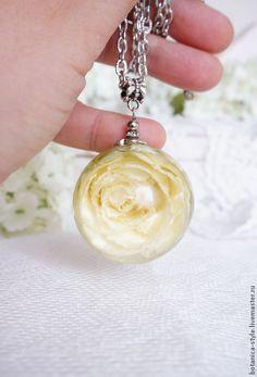 Кулон-сфера с с цветком розы, 35 мм - эпоксидная смола,подарок,подарок девушке