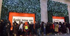 Bargain hunters kick off £3bn Boxing Day sales frenzy...: Bargain hunters kick off £3bn Boxing Day sales frenzy… #BoxingDaysales