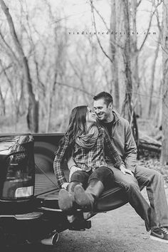 Engagement photos siting on a pickup truck tailgate Mountain Engagement Photos, Winter Engagement Photos, Country Engagement, Engagement Photo Outfits, Engagement Pictures, Fall Engagement, Engagement Shoots, Couple Photography Poses, Engagement Photography
