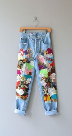 21 Wege, dem Patchwork Jeans Trend zu folgen – Rebel Without Applause Diy Fashion, Ideias Fashion, Fashion Outfits, Womens Fashion, Fashion Sewing, Fashion Ideas, Jeans Fashion, Fashion Vintage, Patchwork Jeans
