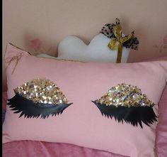 kirpikli yastık