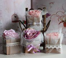 wedding favors. bomboniere di matrimonio - bomboniere di cartoncino con rose stabilizzate decorate a mano con tulle, nastri, pizzi e perle