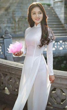 Vietnam, ethnic groups in Vietnam, capital Saigon, South Vietnam - Hot Girls Ao Dai, Vietnamese Clothing, Vietnamese Dress, Vietnamese Traditional Dress, Traditional Dresses, Sexy Asian Girls, Le Jolie, Beautiful Asian Women, Toddler Girls