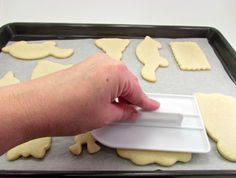 How to flatten the top of sugar cookies so you have a flat surface for decorating. thebearfootbaker.com