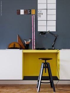 Blue/gray, mustard yellow, medium brown, black, white.  Metal/Wood/Paint