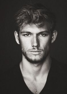 "Alexander Richard ""Alex"" Pettyfer (born 10 April is an English actor and model. Alex Pettyfer appeared in school plays and on televi. Pretty People, Beautiful People, Beautiful Person, Amazing People, 50 Shades Of Grey, Fifty Shades, Charlie Hunnam, Christian Grey, Christian Actors"