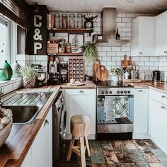 A bohemian kitchen is one that has a completely loosened up feeling about it. The mood is loaded up with character and colors, with a warm and free soul. Home Decor Kitchen, Kitchen Interior, New Kitchen, Home Kitchens, Kitchen Dining, Kitchen Ideas, Bohemian Kitchen Decor, Earthy Kitchen, Eclectic Kitchen