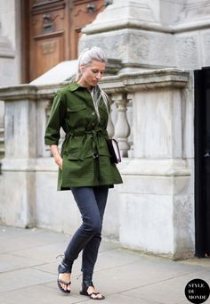 Wear a dark green trenchcoat with navy skinny jeans and you'll look like a total babe. For a more relaxed take, grab a pair of black leather thong sandals.  Shop this look for $124:  http://lookastic.com/women/looks/dark-green-trenchcoat-and-navy-skinny-jeans-and-black-leather-thong-sandals/3978  — Dark Green Trenchcoat  — Navy Skinny Jeans  — Black Leather Thong Sandals