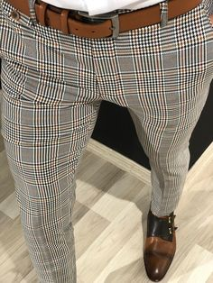 Mens Style Discover Shop Gray Slim-Fit Plaid Pants made of viscose polyester and elestan. Mens Plaid Pants, Plaid Pants Outfit, Blazer Outfits Men, Suit Fashion, Mens Fashion, Fashion Outfits, Karohosen Outfit, Stylish Men, Men Casual