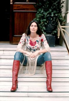 Emmylou Harris, portrait, London, (Photo by Michael Putland/Getty Images) Emmylou Harris, 70s Outfits, Vintage Outfits, 70s Fashion, Vintage Fashion, Mexican Fashion, Artist Fashion, Hippie Style, My Style