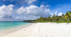 Preciosa playa al sur de Santal Bay en Lifou (Nueva Caledonia). Relax y snorkel a la par. // Fot.: Sebastien Serville #playa #beach #santalbay #lifou #nuevacaledonia #newcaledonia #mar #sea #oceano #ocean #isla #island #paraiso #paradise
