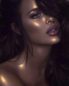 Highlighter : on choisit la couleur Makeup Goals, Makeup Inspo, Makeup Art, Makeup Inspiration, Eye Makeup, Hair Makeup, Glow Makeup, Makeup Brush, Makeup Ideas