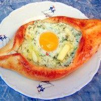 Хачапури лодочка по аджарски с яйцом