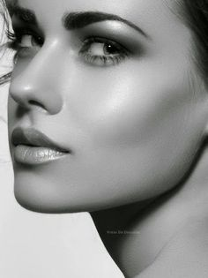 Beautiful faces with expressive eyes Glamour Photography, Portrait Photography, Beauty Makeup, Hair Beauty, Perfect Eyebrows, Thin Eyebrows, Black And White Portraits, Female Portrait, Woman Face