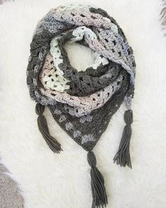 Free pattern by Strings & Things - Granny Square Triangle Scarf/Shawl An easy pattern for beginners and only requires 1-2 balls of yarn!