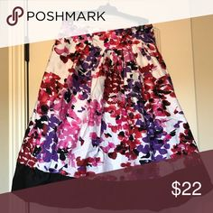 Floral Circle Skirt | Plus-Size Beautiful A-Line skirt with POCKETS! The inner-lining is polyester and the outer-shell is 100% cotton. It has one small blemish by the zipper (picture shown).  The zipper is on the side. This is a beautiful skirt that looks great with a tucked in blouse. This is in great condition! Fashion Bug Skirts A-Line or Full
