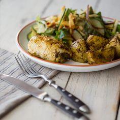 Schön leicht und schnell zubereitet.  Eine Symbiose aus Hähnchenbrust und Salat, abgerundet durch die Aromen des Waldpilzpestos.