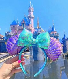 """Disney Parks The Little Mermaid Ariel Iridescent Minnie Seashell Ears Headband . Disney Princess Ariel ears says on the headband """"Mermaid Hair Don't Care"""" and on the other side is an Ariel silloutte. Packaged with Disneyland bag and maps with buttons Disney Diy, Disney Cute, Diy Disney Ears, Disney Mickey Ears, Disney Style, Minnie Mouse, Disney Monsters, Disney Food, Little Mermaid Minnie Ears"""