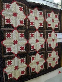 ~ Love to See this in Red, White & Blue ~ Jayne's Quilting Room: Hillsboro Quilt Show....