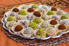 Dadelbollar Lollipop Candy, Quorn, Candy Cookies, Fika, Middle Eastern Recipes, Energy Bars, Coleslaw, Raspberry, Deserts