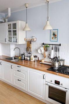 Modular Kitchen Set: 20 Benefits for your Kitchen - Design della cucina Galley Kitchen Design, Interior Design Kitchen, Interior Modern, Kitchen Layout, Interior Ideas, Kitchen Decor Sets, Kitchen Ideas, Diy Kitchen, Awesome Kitchen