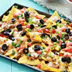 nachos----The party appetizer that's guaranteed to get the party started - crisp tortilla chips layered with spicy refried beans, melted cheese, tomatoes and green onions. Photo credit: Katie Goodman from Good Life Eats. Appetizers For Party, Appetizer Recipes, Supper Recipes, Ultimate Nachos, Pasta Pizza, Baked Nachos, Cheesy Nachos, Bbq Nachos, Steak Nachos