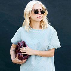 blogueira com óculos transparente