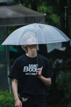Jaemin- I think this umbrella has a hole😁 Taeyong, Jaehyun, Nct 127, Saranghae, Rapper, Nct Dream Jaemin, Jisung Nct, Na Jaemin, Kpop