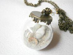 Glaskugel-Kette mit Sand und echten Muscheln von BlackSheepFactory auf DaWanda.com