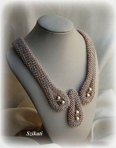 Hecho íntegramente en perlas....