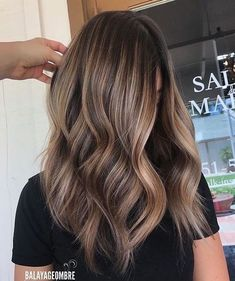 when i see all these fall hair color for brunettes balayage brown caramel it always makes me jealous i wish i could do something like that I absolutely love this fall hair color for brunettes balayage brown caramel so pretty! Perfect!!!!!