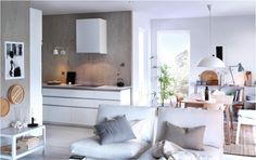 Optez pour le confort dans un style qui vous ressemble. Notre chauffeuse blanche KIVIK a toujours sa place à la maison, quel que soit le décor!